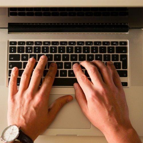 Drugie życie retro słów w internecie. W 2014 roku internauci użyli ich 280 tys. razy