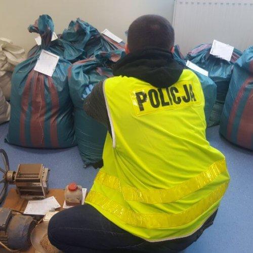POLICJANCI ZABEZPIECZYLI BLISKO 200 KILOGRAMÓW LEWEGO TYTONIU