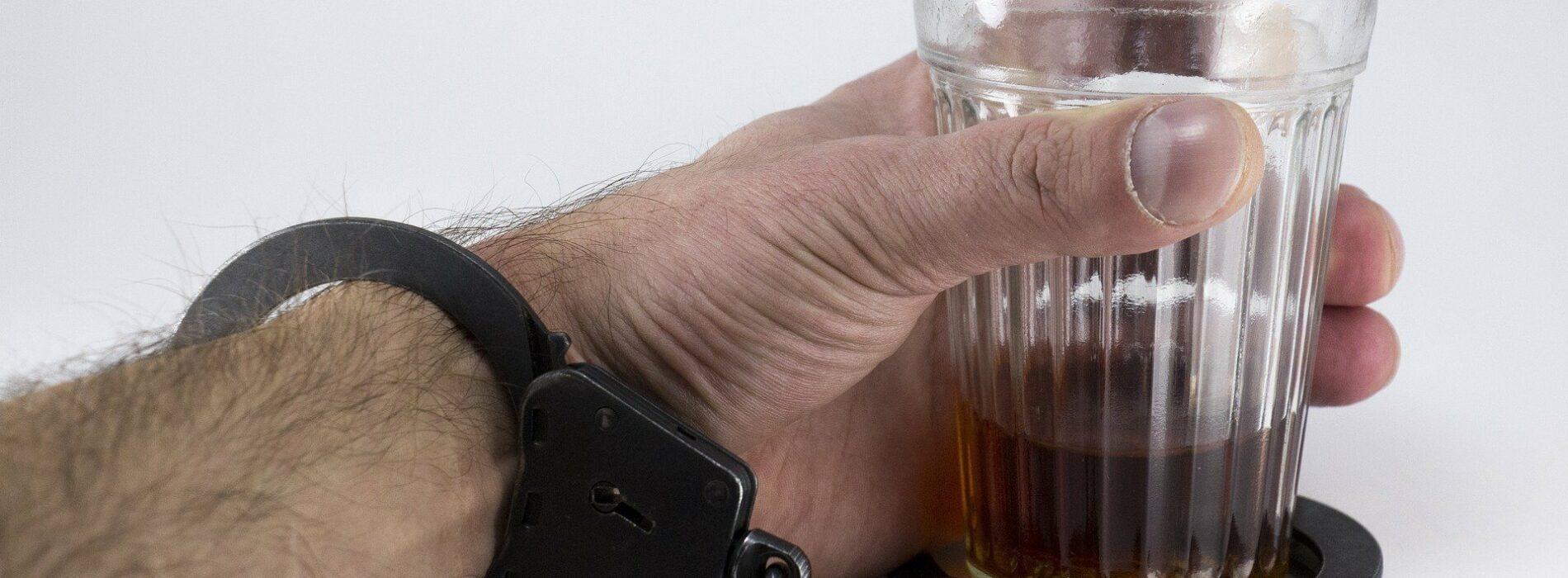 Czym jest alkoholizm i jak go rozpoznać