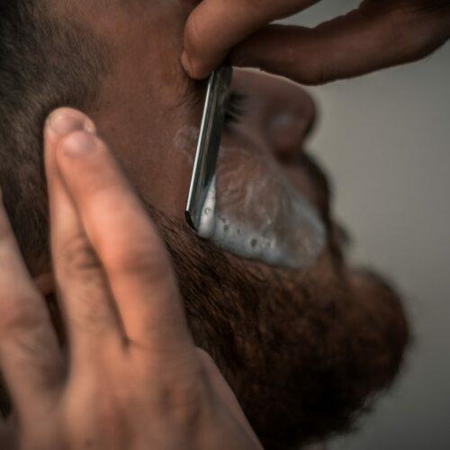 Jak golić twarz bez podrażnień?